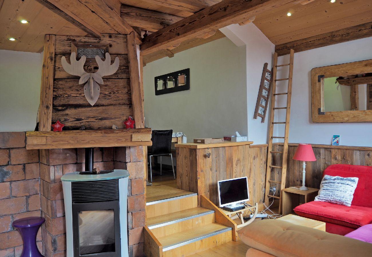 Appartement à Arâches-la-Frasse - Les Carroz centre, location d'un appartement décoré avec gôut. Pour 6 personnes - EDE429