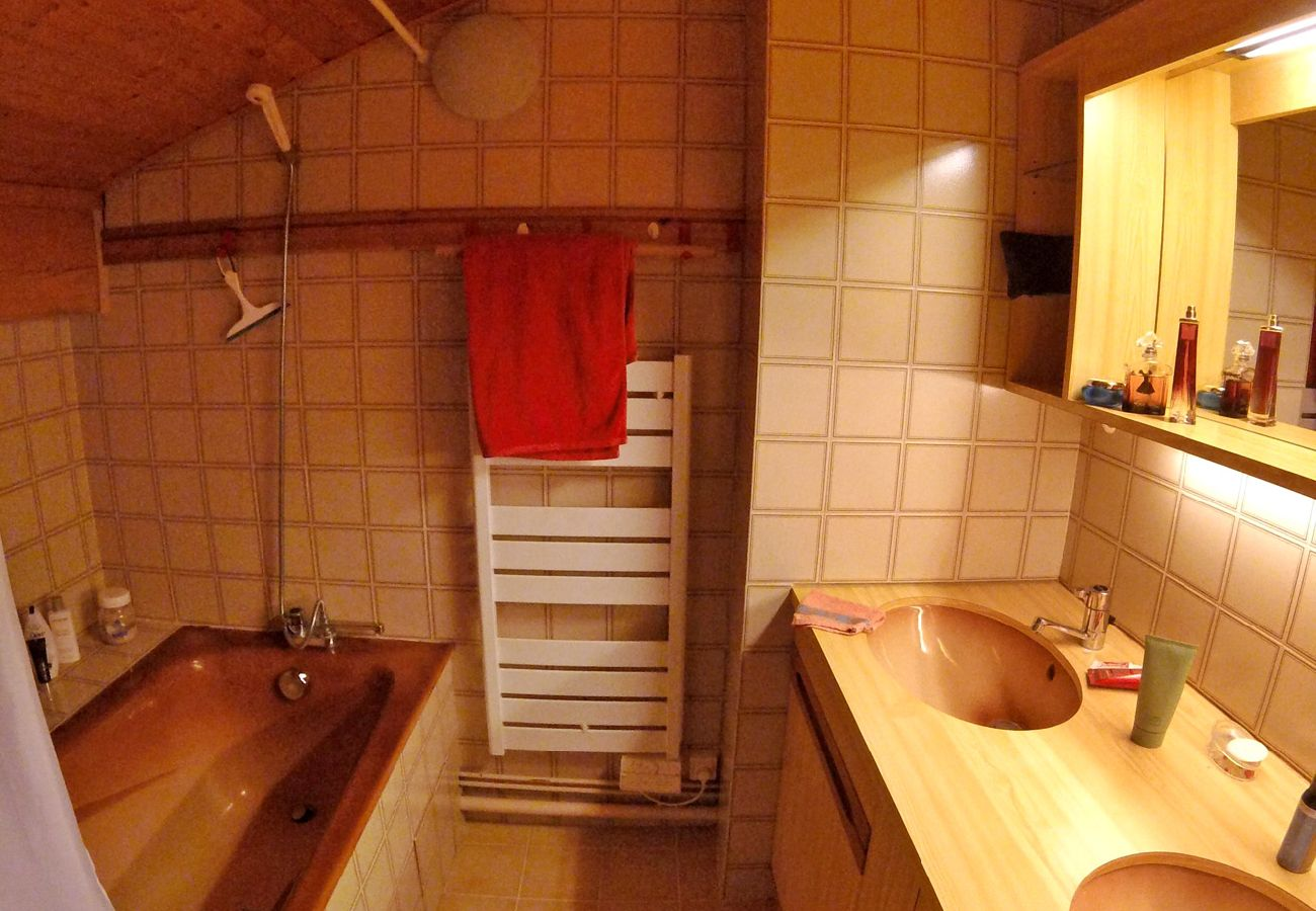 Appartement à Les Carroz d'Arâches - Appartement pour 5 personnes, pied du télécabine - ESB406