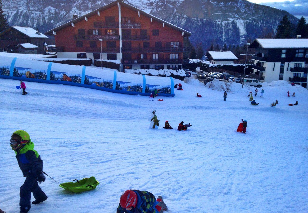 Appartement à Les Carroz d'Arâches - Les Carroz, skis aux pieds, location d'un appartement pour 6 personnes - PER428