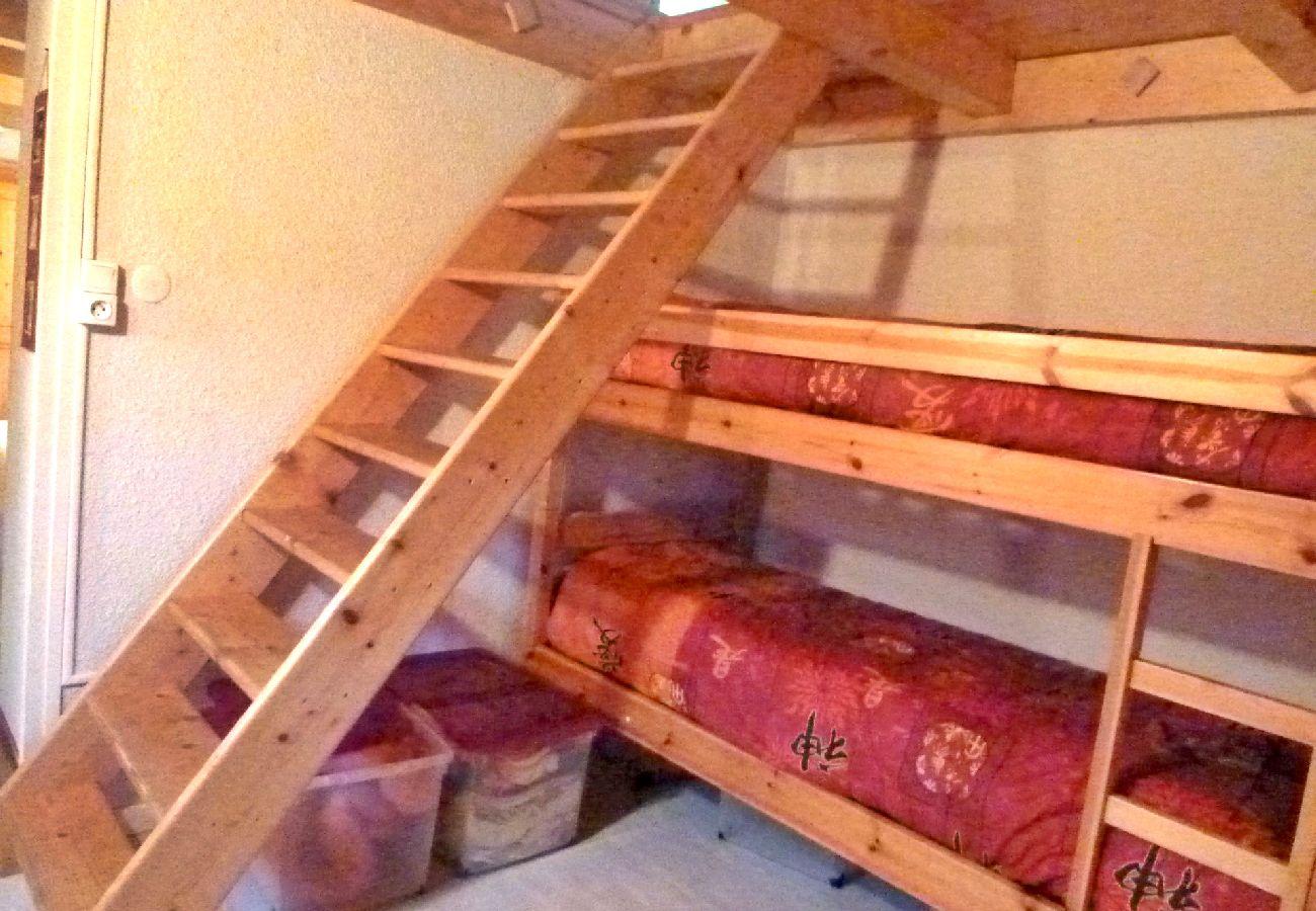 Appartement à Les Carroz d'Arâches - Location appartement de vacances 2 chambres 8 personnes aux Carroz d'Arâches, Haute-Savoie, centre village et proche navette - AME389