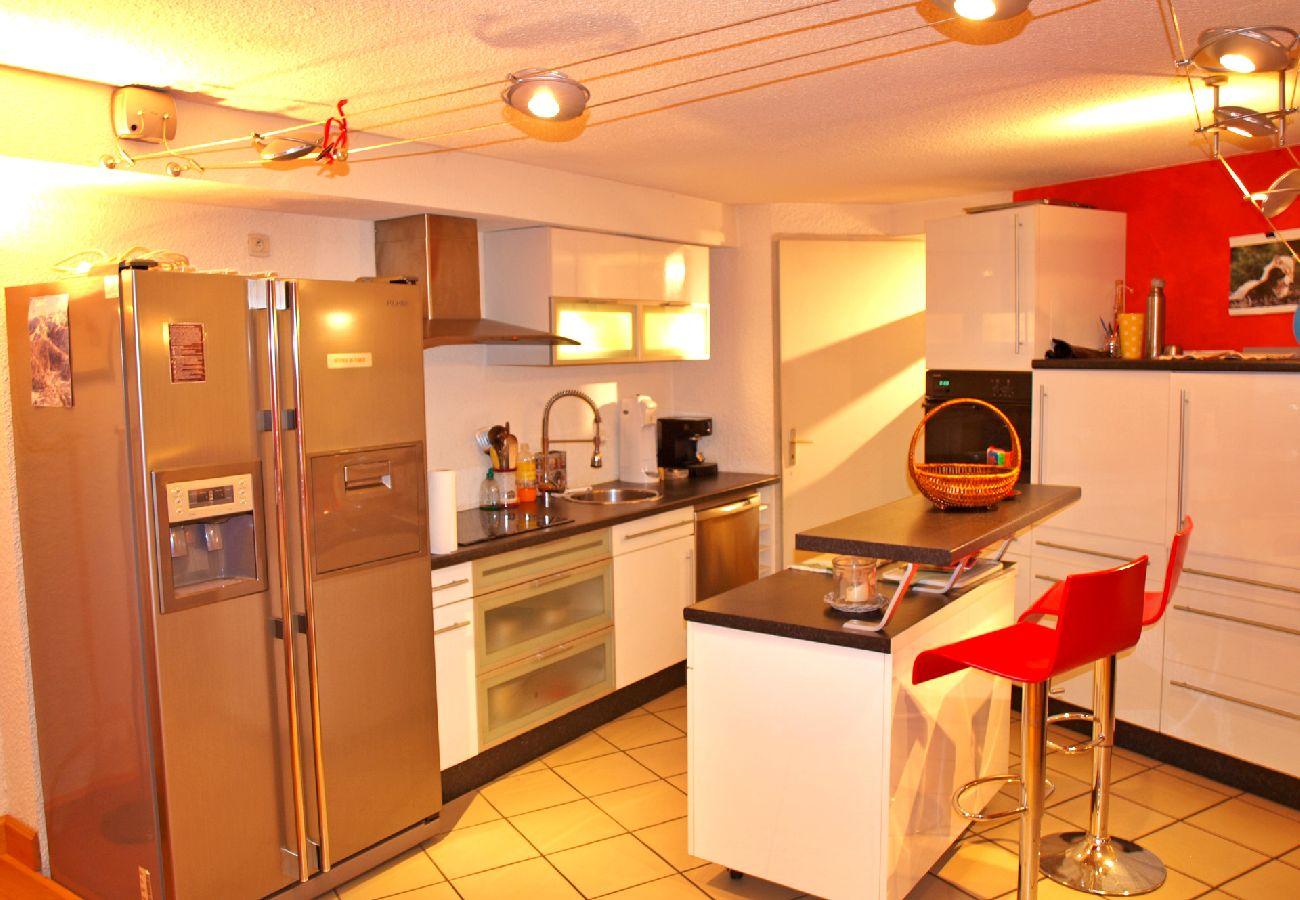 Appartement à Les Carroz d'Arâches - Location appartement de vacances 3 chambres 8 personnes aux Carroz d'Arâches, Grand Massif, centre village et proche navette - AME371