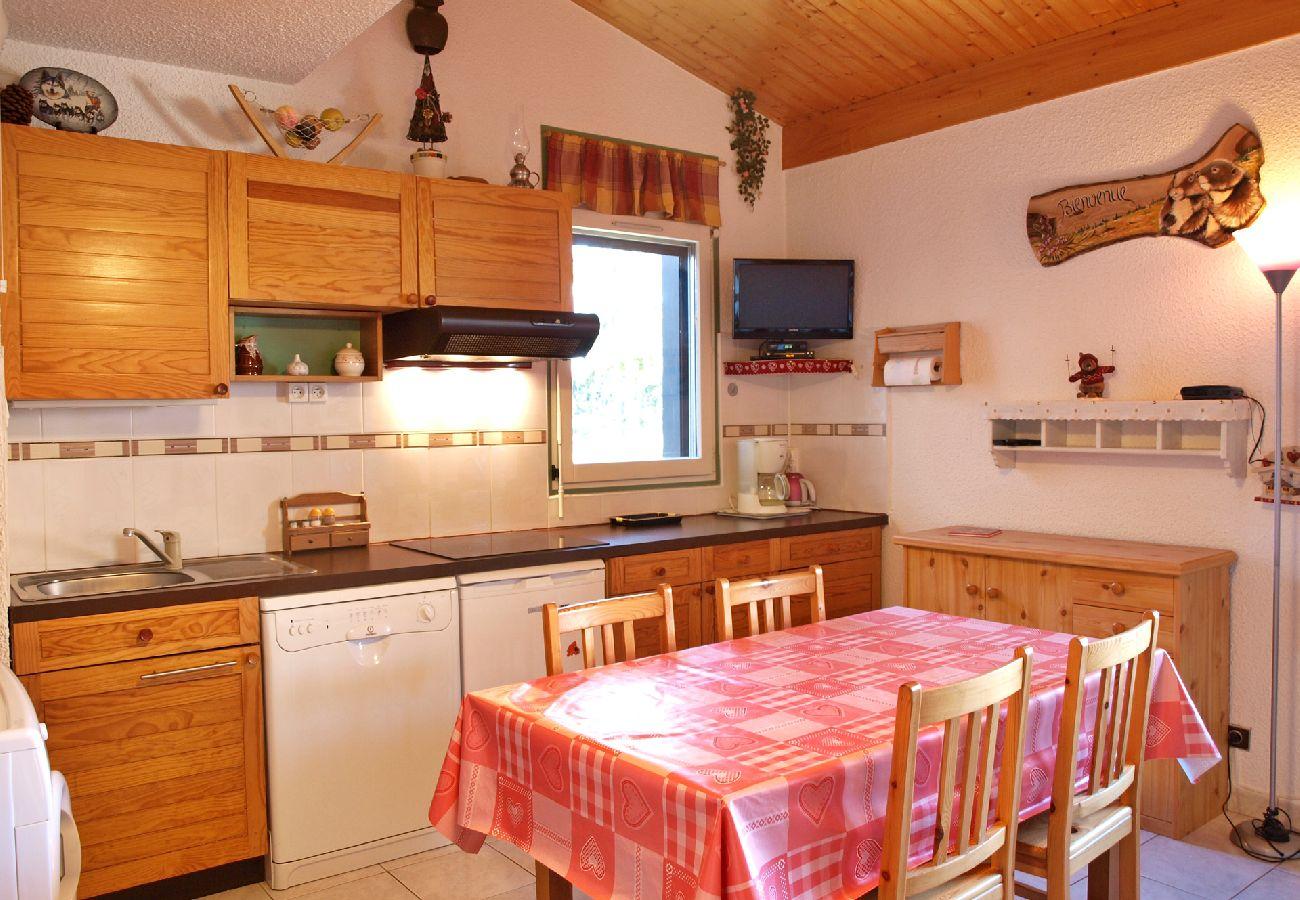 Studio à Les Carroz d'Arâches - Location studio de vacances pour 4 personnes aux Carroz d'Arâches, Grand Massif, centre village et proche piste - CAR258