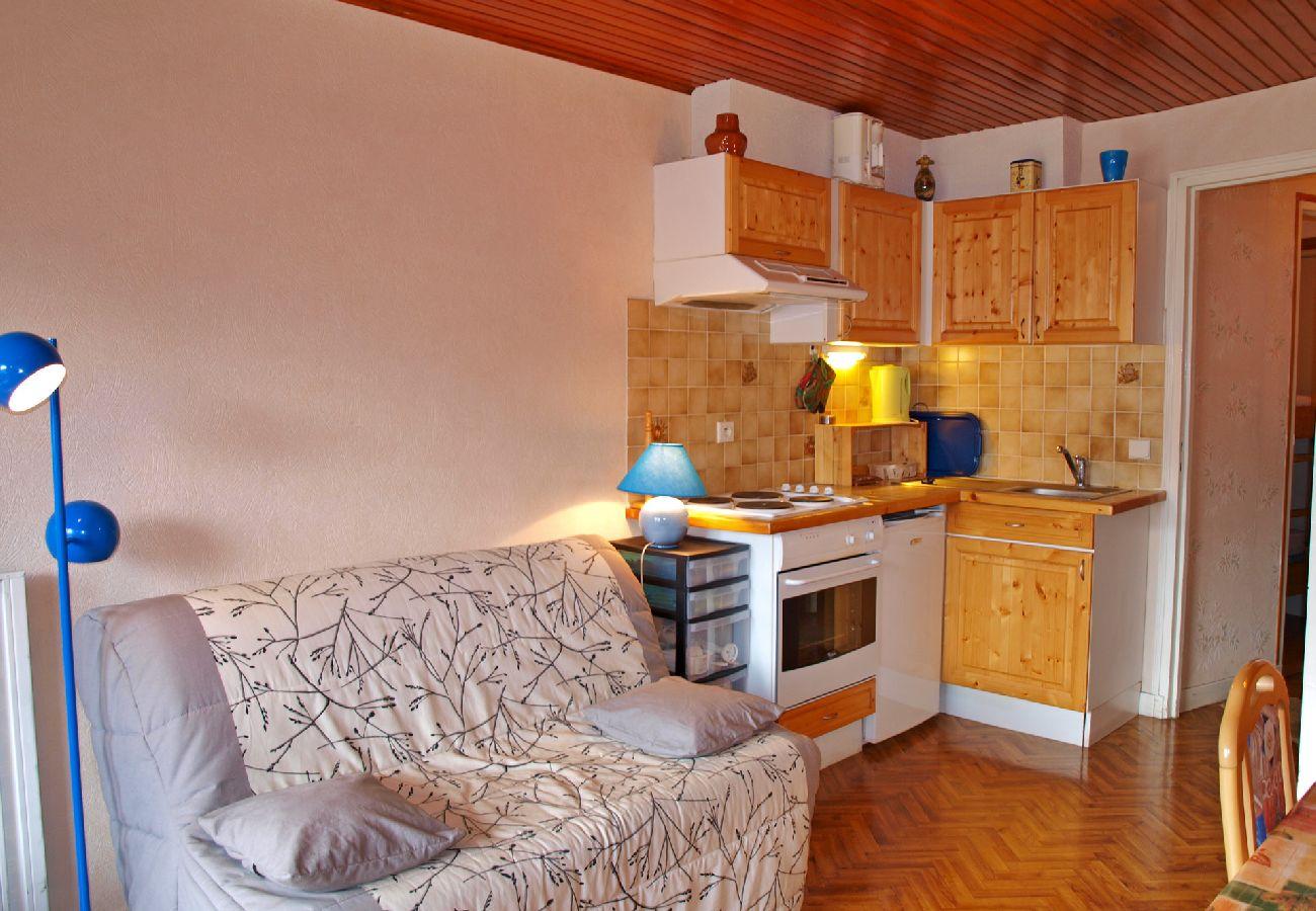 Studio à Arâches-la-Frasse - Location studio de vacances pour 4 personnes aux Carroz d'Arâches, Haute-Savoie, centre village et proche navette - GVA124
