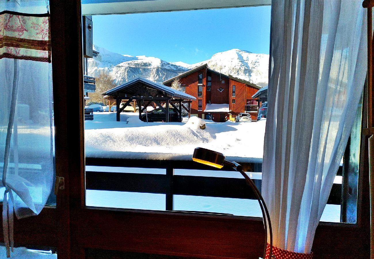 Appartement à Les Carroz d'Arâches - Studio cabine 4 personnes avec balcon et place de parking