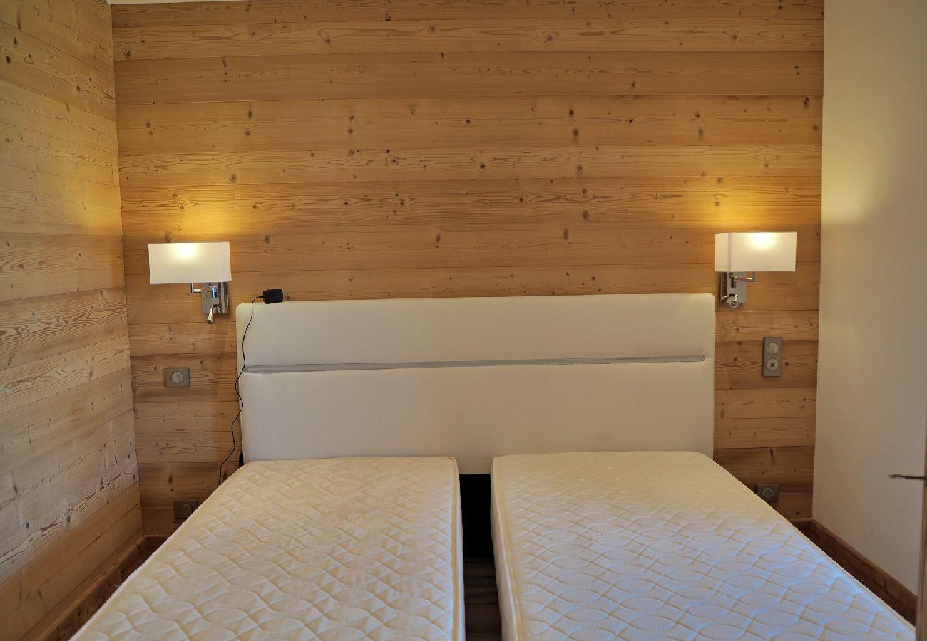 Chalet à Les Carroz d'Arâches - Entre Arâches et Les Carroz, location saisonnière d'un bas de chalet pour 4 couchages - FRE582