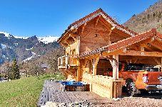 Chalet à Onnion - A Onnion, entre Genève et Chamonix, proche de la vallée du Giffre, chalet atypique avec jacuzzi extérieur